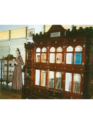 Mahogany cabinet in three pieces