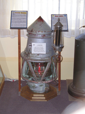 Acetylene gas operated navigation light