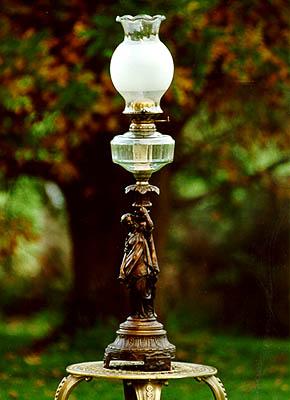 Anucapnic Figurine Lamp