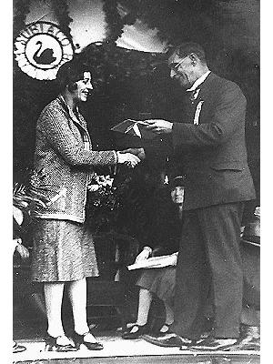 Amy Johnson meets Mayor George Olney