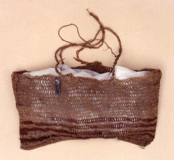 The net basket is made from bark fibre from the Beach Hibiscus (Kwambran) and Sandpaper Fig (Aloonga)
