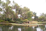 The Swan River provides many scenic parks.