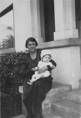 Eva Towe with grand-daughter Mary Lactitia 1930