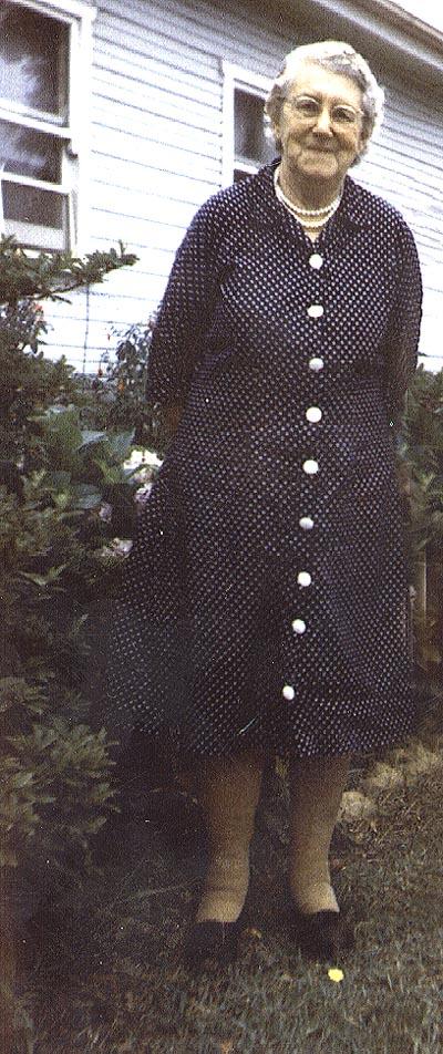 Mrs Valencia Venn, maker of quilt