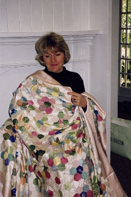 Pauline Hunter with Shiela's quilt