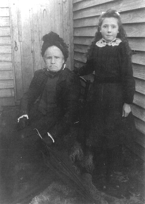 Harriet Harris with g.daughter Alice West, Glory Hole 1902