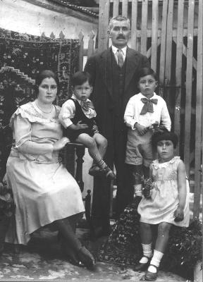 Efstatia Savvas, Niko, Paraskevas, Louis and Garifalanthi c.1930